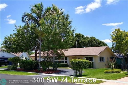 Photo of Listing MLS f10226023 in 300 SW 74th Ter Plantation FL 33317