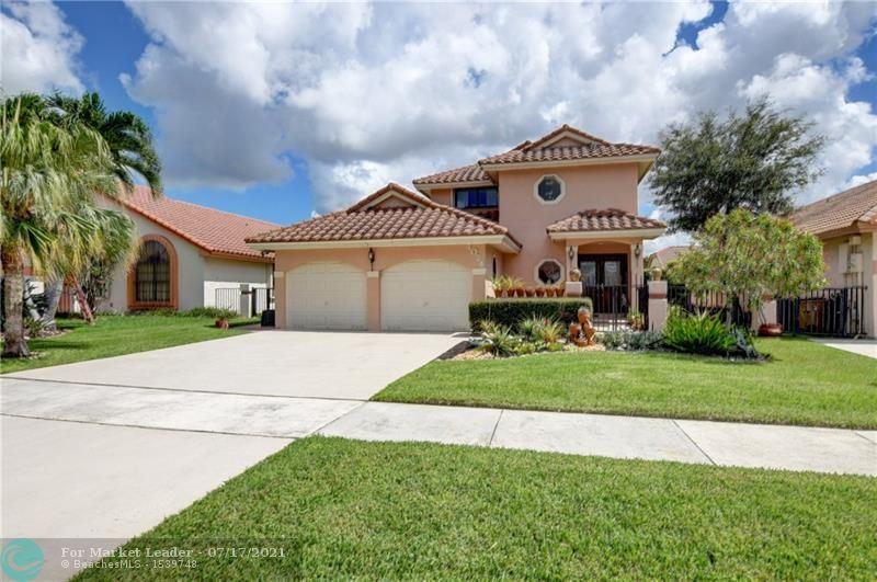 Photo of 4024 NW 5th Dr, Deerfield Beach, FL 33442 (MLS # F10293066)