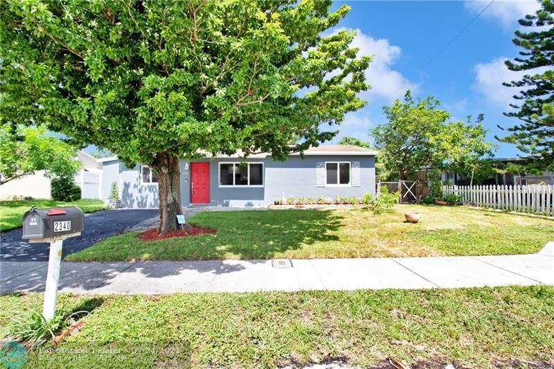 Photo of 2340 SW 42nd Way, Fort Lauderdale, FL 33317 (MLS # F10294082)
