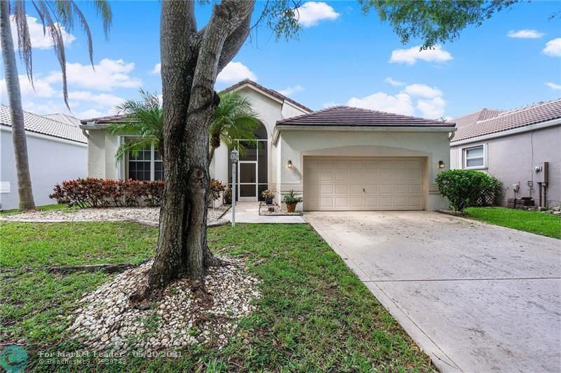 Photo for 6534 NW 80th Dr, Parkland, FL 33067 (MLS # F10285116)