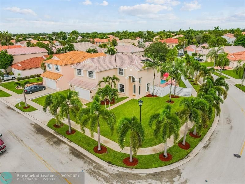 Photo of 1001 NW 188th Ave, Pembroke Pines, FL 33029 (MLS # F10302118)