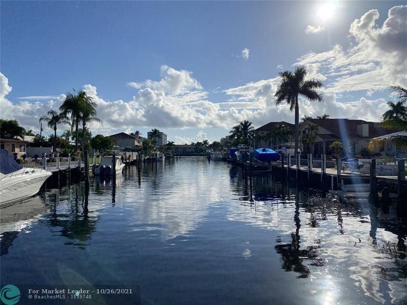 Photo of 840 SE 15th Ave, Deerfield Beach, FL 33441 (MLS # F10304158)