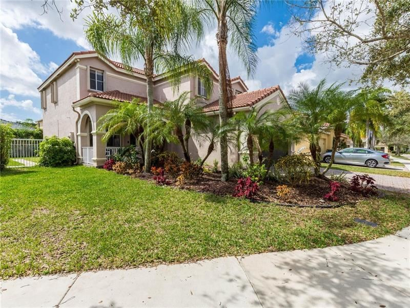 Photo of 1324 Banyan Way, Weston, FL 33327 (MLS # F10272168)