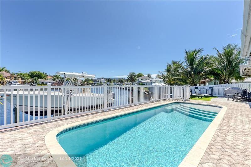 Photo of 22 Little Harbor Way, Deerfield Beach, FL 33441 (MLS # F10304193)