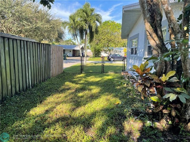Photo of 2348 SW 34th Ter, Fort Lauderdale, FL 33312 (MLS # F10302202)