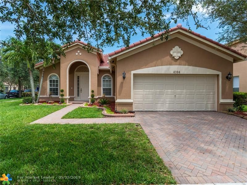 Photo for 4304 E Whitewater Ave, Weston, FL 33332 (MLS # F10176203)