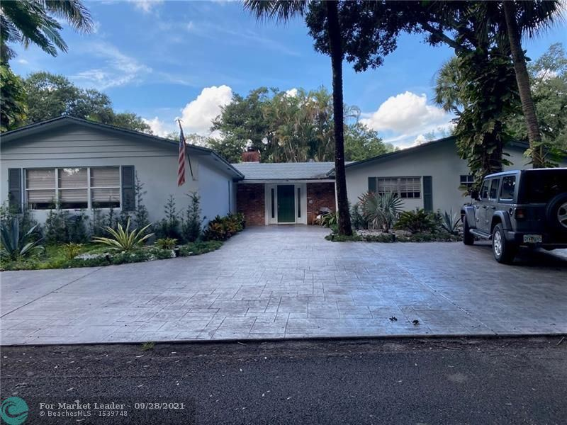 Photo of 2421 SW 29th Way, Fort Lauderdale, FL 33312 (MLS # F10302213)
