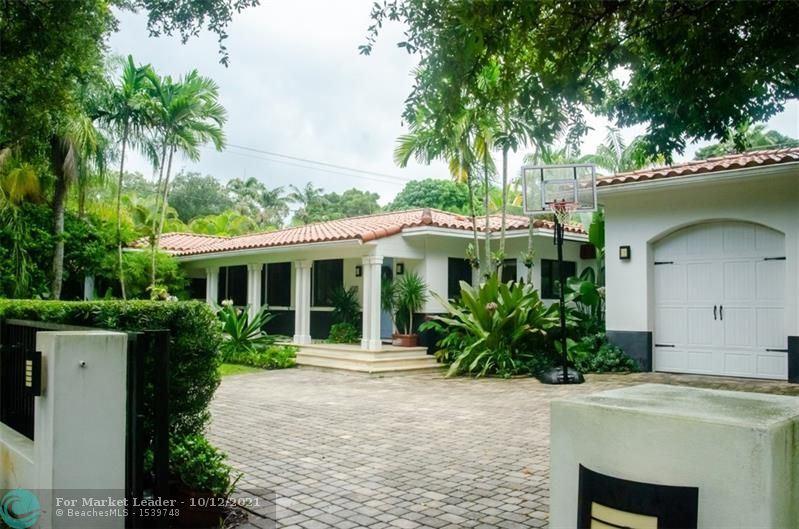 Photo of 1010 Valencia Ave, Coral Gables, FL 33134 (MLS # F10304245)