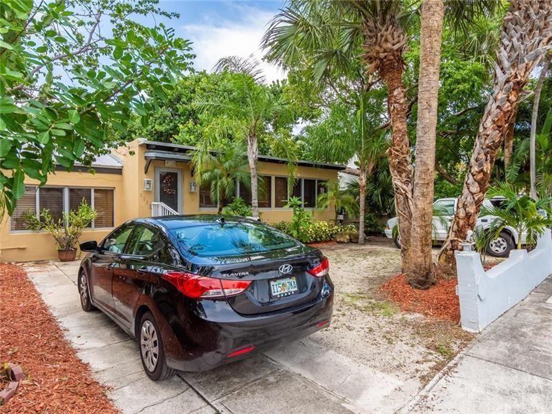 Photo of 3305 NE 16th Ct, Fort Lauderdale, FL 33305 (MLS # F10281303)