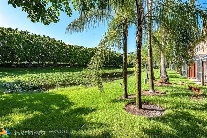 Photo for 1612 Veracruz Ln, Weston, FL 33327 (MLS # F10179307)