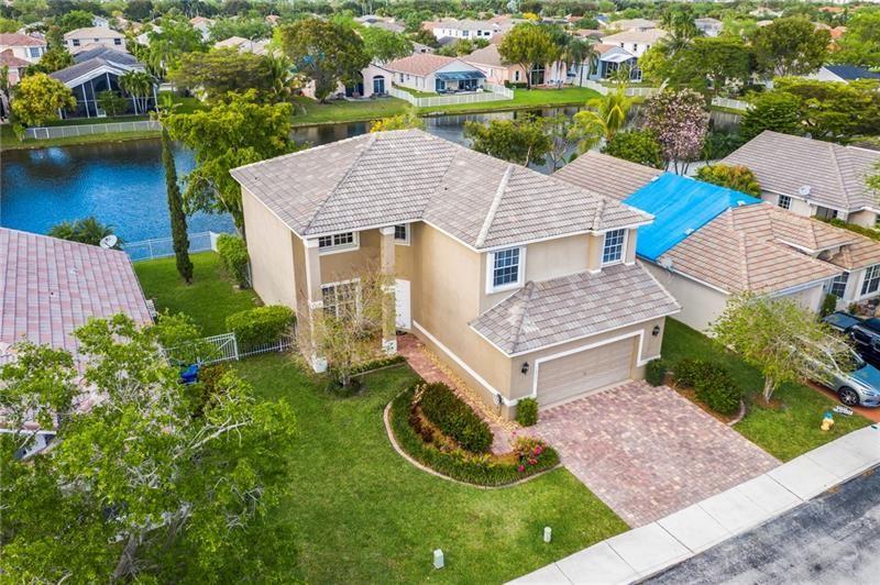 Photo of 16527 NW 20th St, Pembroke Pines, FL 33028 (MLS # F10275333)