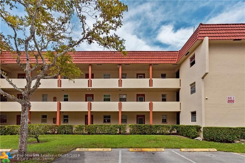 Photo for 2850 Sunrise Lakes Dr #106, Sunrise, FL 33322 (MLS # F10180352)