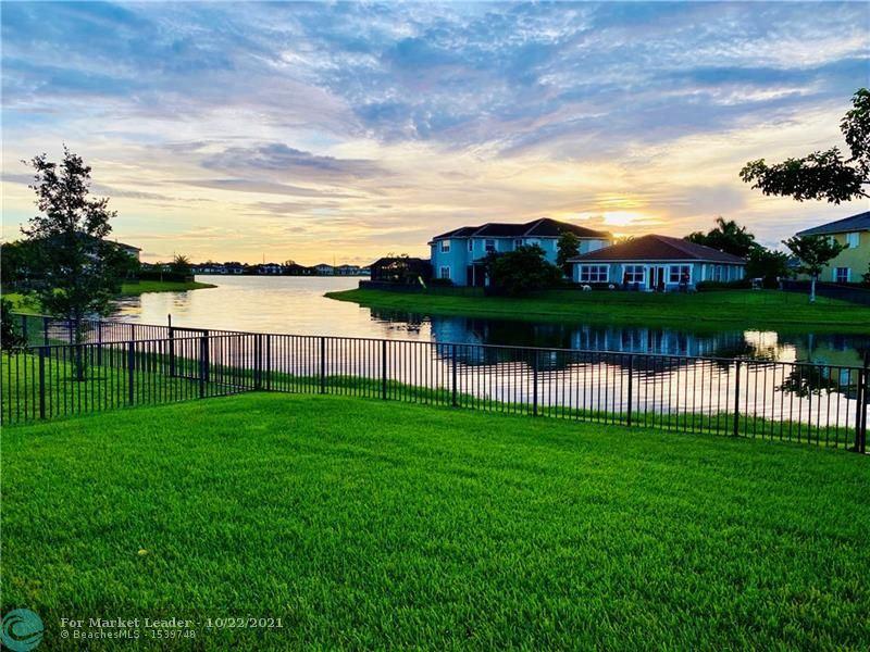 Photo of 8550 Lakeside Bnd, Parkland, FL 33076 (MLS # F10305393)