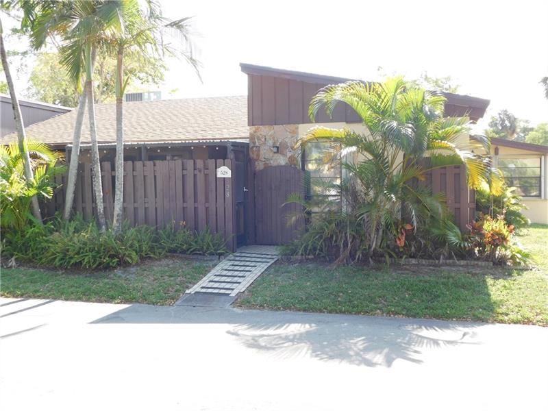 528 Briarwood Cir #528, Hollywood, FL 33024 - #: F10282394