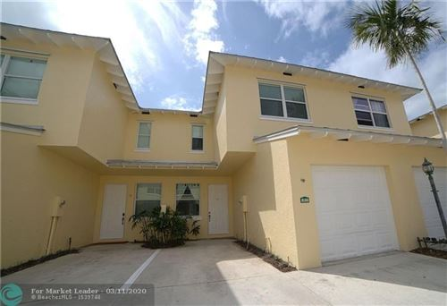 Photo of 836 SE 4th Ct, Deerfield Beach, FL 33441 (MLS # F10220423)