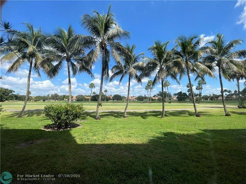 Photo of 3970 Oaks Clubhouse Dr #105, Pompano Beach, FL 33069 (MLS # F10294424)