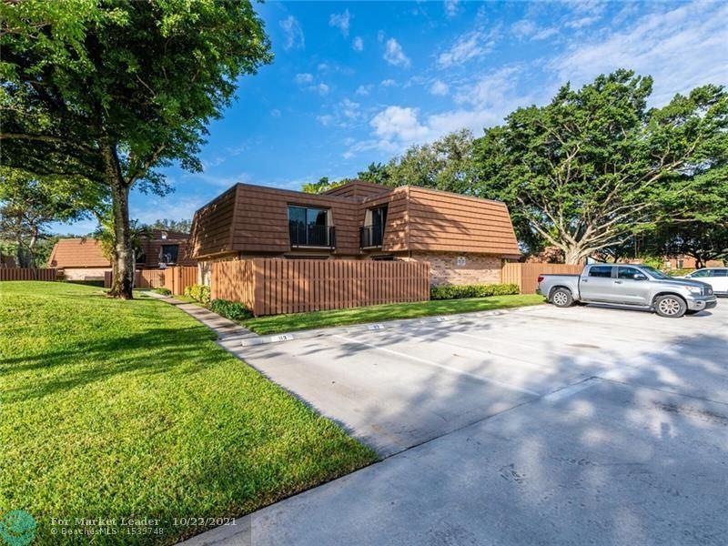 Photo of 2574 Camelot Ct, Cooper City, FL 33026 (MLS # F10305427)