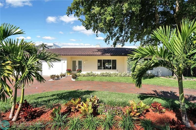 Photo of 3071 NE 47th St, Fort Lauderdale, FL 33308 (MLS # F10232439)