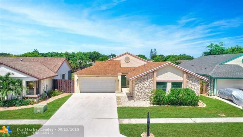 Photo for 21050 Rustlewood Ave, Boca Raton, FL 33428 (MLS # F10180453)