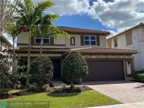 Photo of 8620 Lakeside Bend, Parkland, FL 33076 (MLS # F10221465)