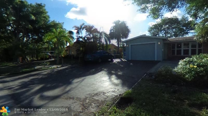 Photo of 1701 SW 6th Ave, Pompano Beach, FL 33060 (MLS # F10206469)
