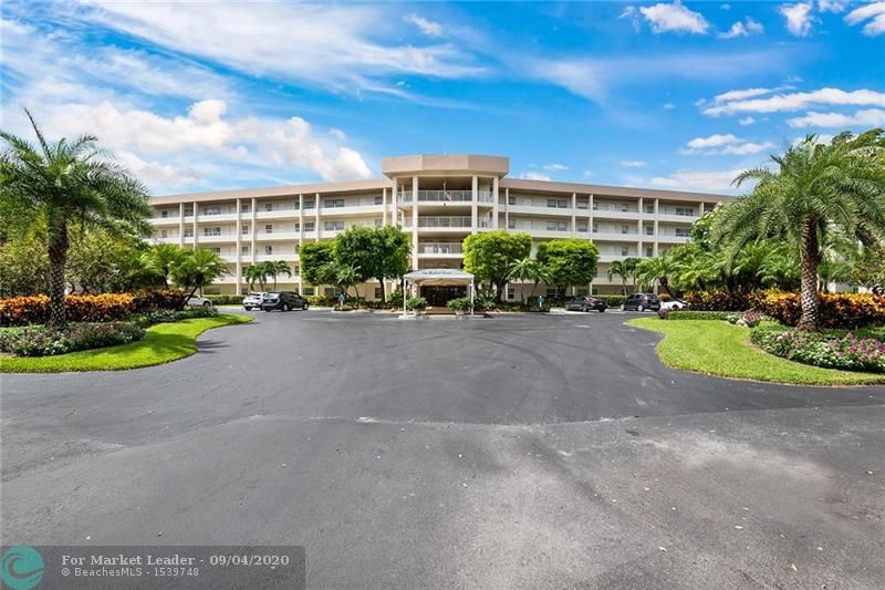 Photo for 535 Oaks Dr #103, Pompano Beach, FL 33069 (MLS # F10247498)