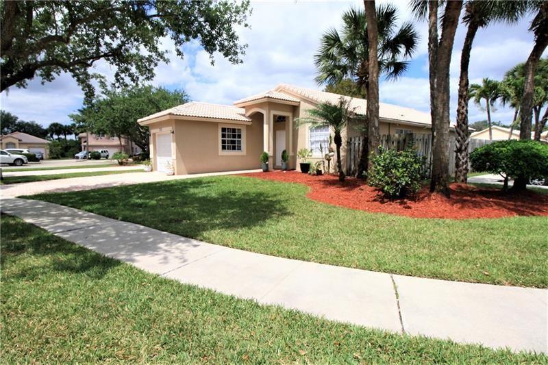 17105 NW 10th St, Pembroke Pines, FL 33028 - MLS#: F10278504