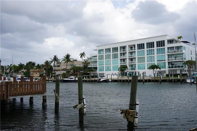 Photo of 108 S GORDON, Fort Lauderdale, FL 33301 (MLS # F10278532)