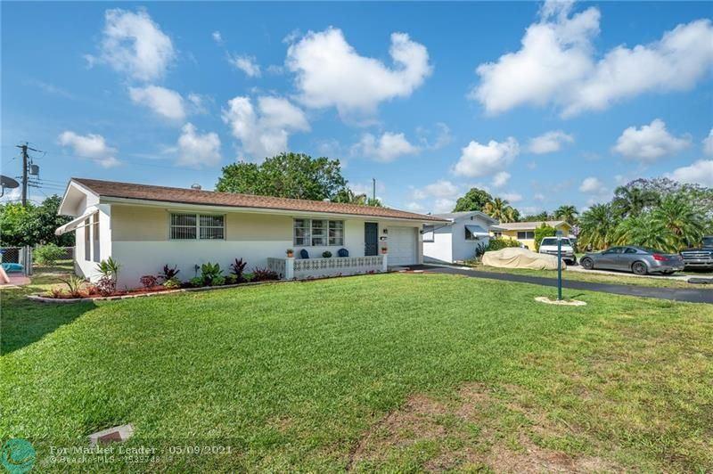 Photo of 8560 NW 15th St, Pembroke Pines, FL 33024 (MLS # F10283533)