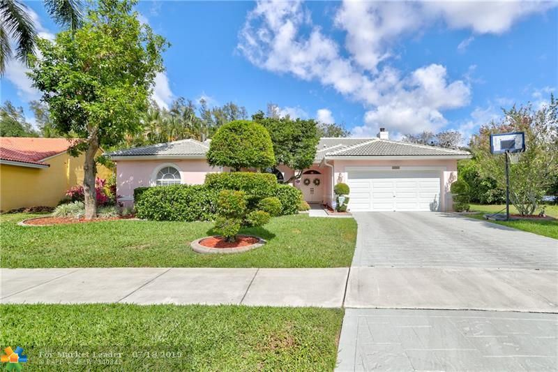 Photo for 1500 SW 96th Ter, Davie, FL 33324 (MLS # F10174535)