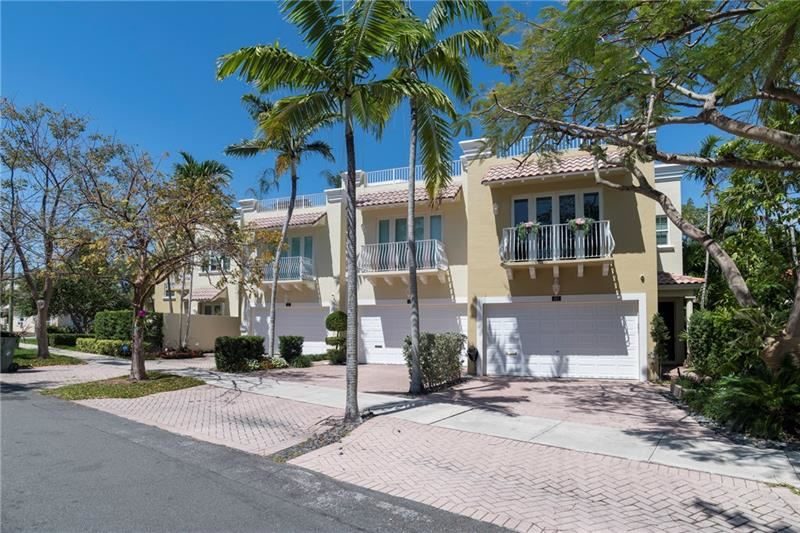 Photo of 605 NE 17th Way #605, Fort Lauderdale, FL 33304 (MLS # F10282549)