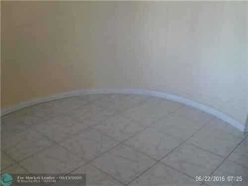 Foto de inmueble con direccion 4440 Inverrary Blvd Lauderhill FL 33319 con MLS F10243560