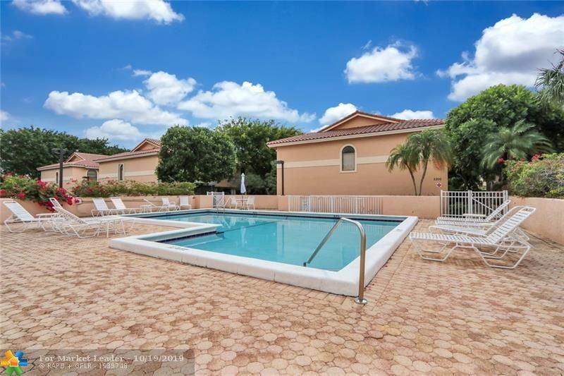 Photo of 5200 NE 14th Way #402, Fort Lauderdale, FL 33334 (MLS # F10199565)