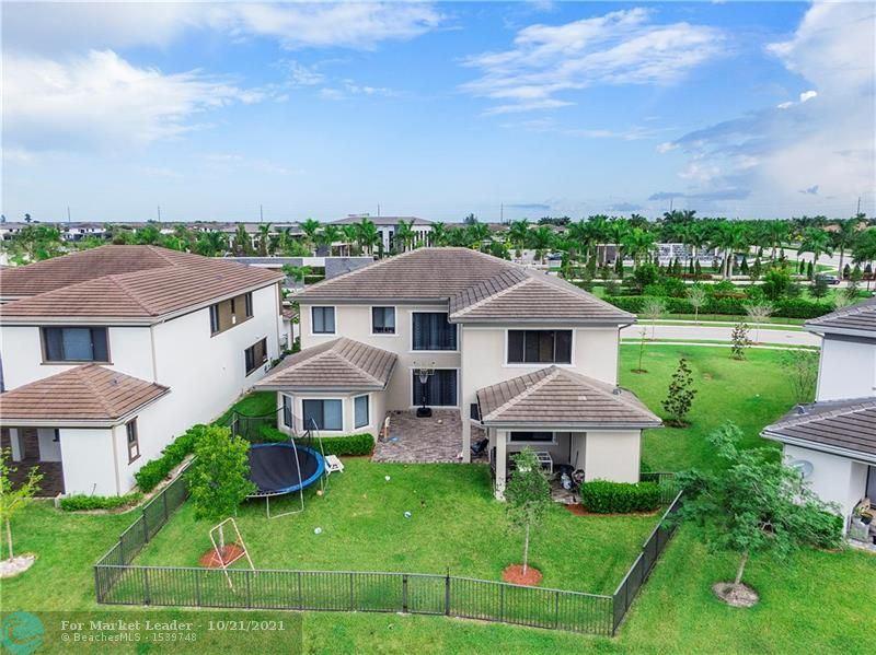Photo of 10432 N Lago Vista Cir, Parkland, FL 33076 (MLS # F10303581)