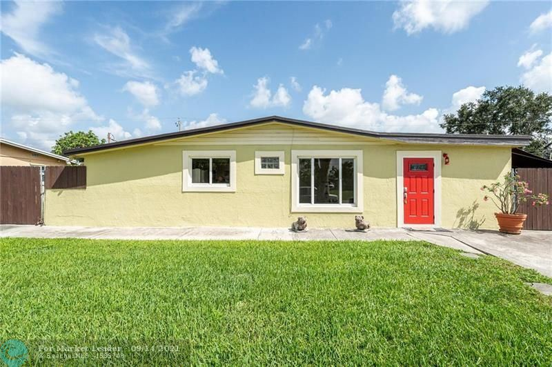 Photo of 5641 SW 37th Ct, Davie, FL 33314 (MLS # F10300582)