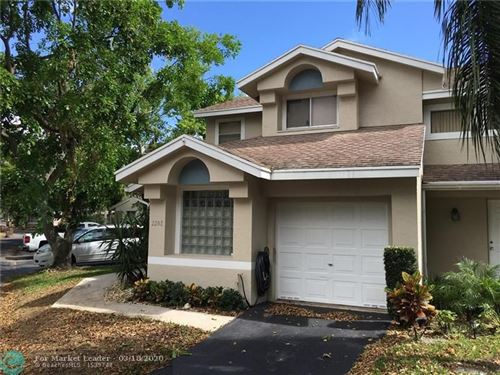 Photo of 2202 Discovery Cir W, Deerfield Beach, FL 33442 (MLS # F10219599)