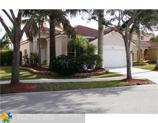 Photo for 924 Tanglewood Cir, Weston, FL 33327 (MLS # F10179607)