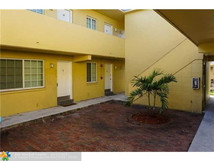 Photo of 432 SE 20th St #5, Fort Lauderdale, FL 33316 (MLS # F10052620)