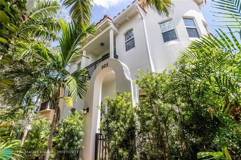 Photo of 925 N Victoria Park Rd, Fort Lauderdale, FL 33304 (MLS # F10300643)