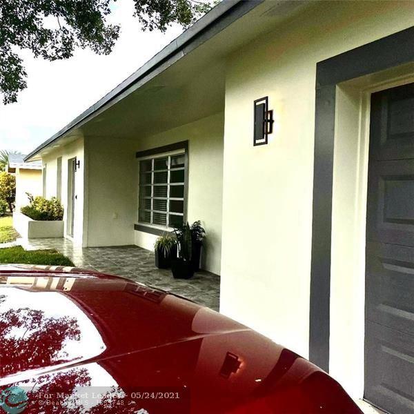 Photo of 11600 NW 21st St, Pembroke Pines, FL 33026 (MLS # F10283674)