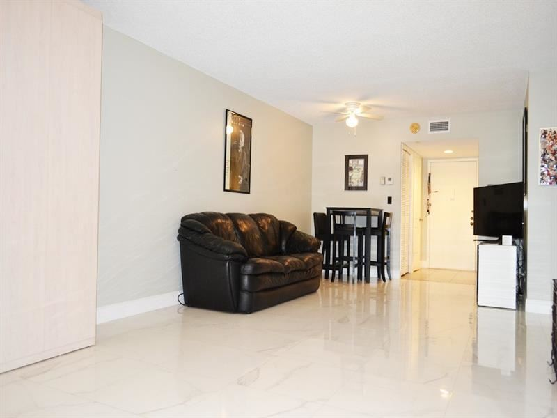 16325 Golf Club Rd #108, Weston, FL 33326 - #: F10279675