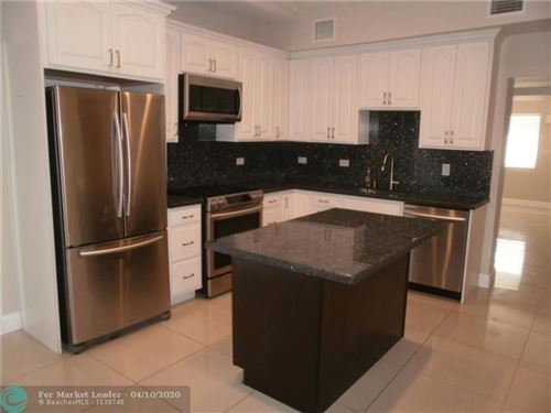 Foto de inmueble con direccion 5390 NE 17th Ave Pompano Beach FL 33064 con MLS F10216692
