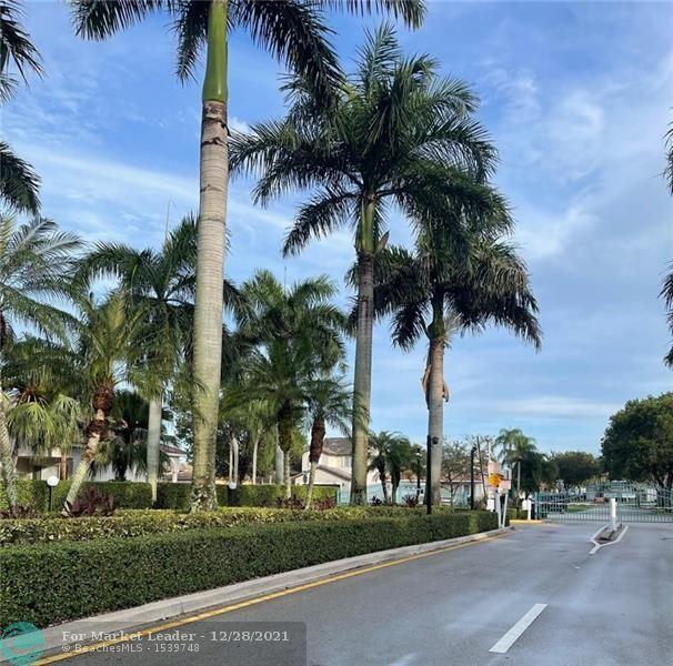 Photo of 862 SW 176th Ave, Pembroke Pines, FL 33029 (MLS # F10282741)