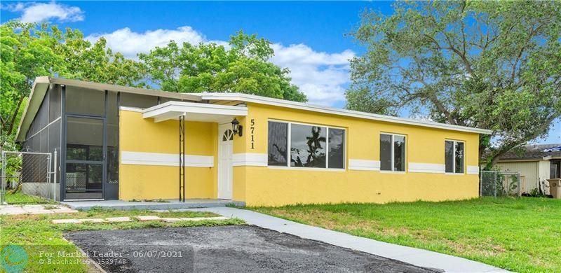 5711 SW 38th St, Davie, FL 33314 - #: F10287782
