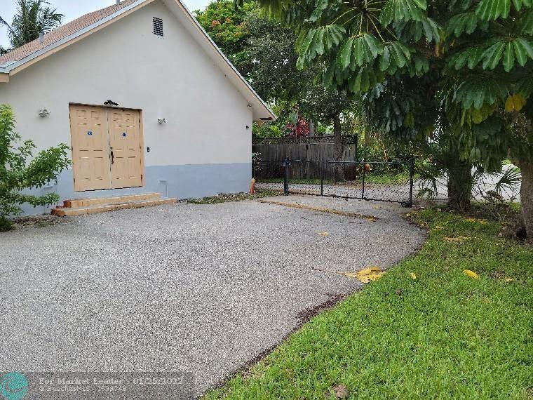 Photo of 1621 N Dixie Hwy, Fort Lauderdale, FL 33305 (MLS # F10290803)