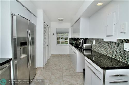 Foto de inmueble con direccion 3175 NE 48th Ct #204 Lighthouse Point FL 33064 con MLS F10224804