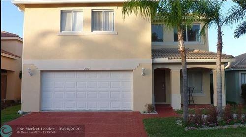 Foto de inmueble con direccion 2032 Little Torch St Riviera Beach FL 33407 con MLS F10229805