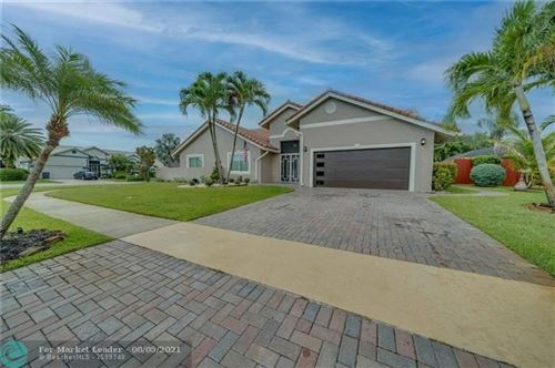 Photo of 9381 Laurel Green Dr, Boynton Beach, FL 33437 (MLS # F10293810)
