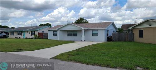 Photo of 5027 Pinebreeze Ct, West Palm Beach, FL 33415 (MLS # F10301825)
