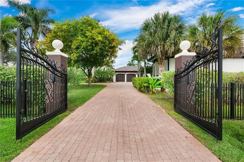 Photo of 11751 NW 19th St, Plantation, FL 33323 (MLS # F10271837)